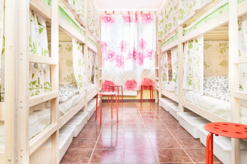 Кровать в общем смешанном номере на 8 человек, улица Академика Анохина, 5к2, Москва - Фотография 1