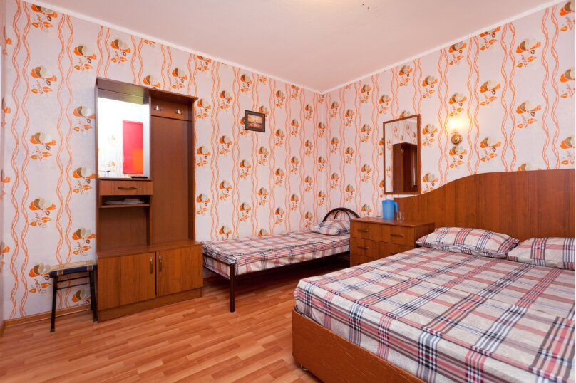 Стандартный трехместный номер(14), улица Кирова, 40, Ейск - Фотография 3