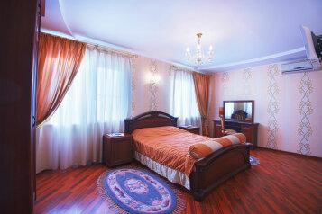 люкс трехкомнатный :  Номер, Люкс, 4-местный (2 основных + 2 доп), 3-комнатный, Гостиница, улица Костылева на 24 номера - Фотография 2