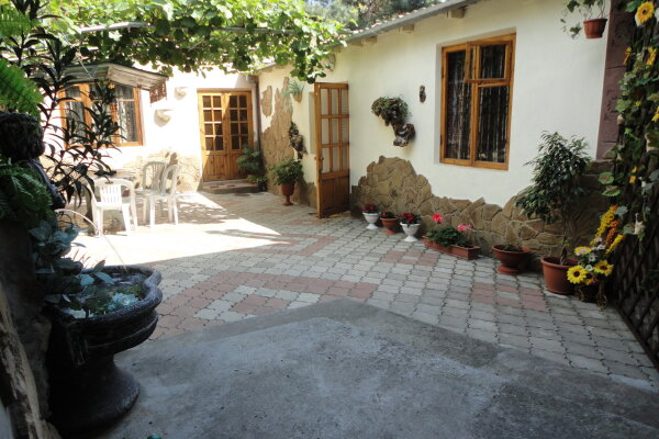 Два комфортабельных домика(двор), 80 кв.м. на 7 человек, 2 спальни