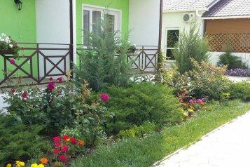 Гостевой дом , Севастопольская, 37 на 15 номеров - Фотография 1