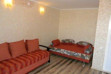Гостиница в спальном районе Ялты, улица Найдёнова, 12 на 7 номеров - Фотография 1