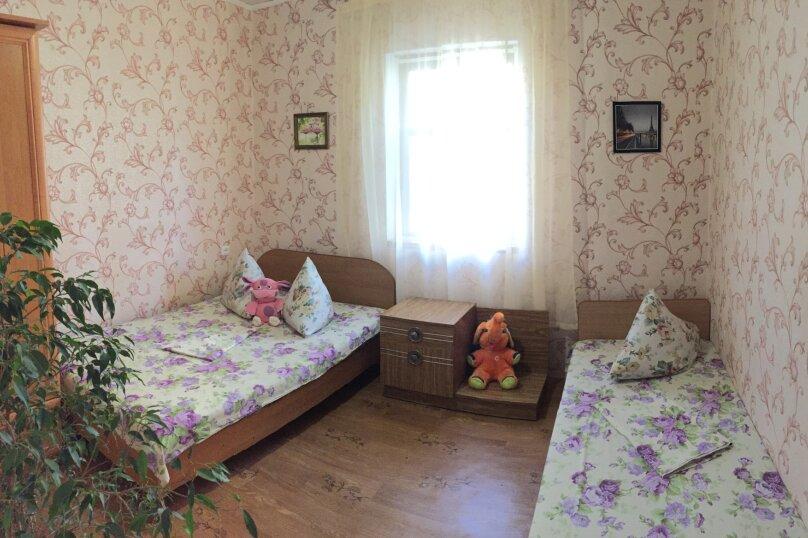 Четырехкомнатный Коттедж  на 6 -8 чел. 3 изол.спальни и кухня- столовая., 64 кв.м. на 8 человек, 3 спальни, Мартынова с. Морское, 31, Морское - Фотография 10