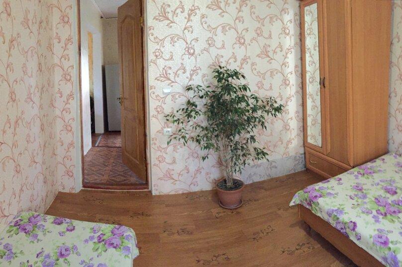 Четырехкомнатный Коттедж  на 6 -8 чел. 3 изол.спальни и кухня- столовая., 64 кв.м. на 8 человек, 3 спальни, Мартынова с. Морское, 31, Морское - Фотография 11