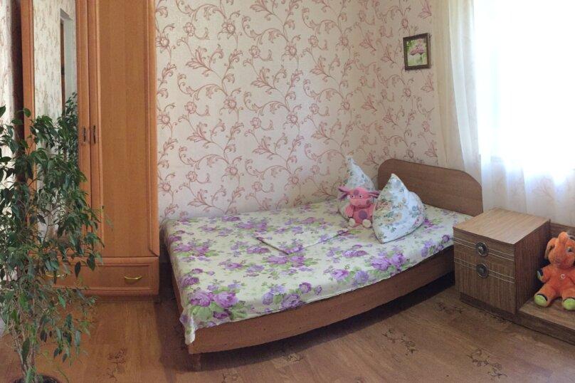 Четырехкомнатный Коттедж  на 6 -8 чел. 3 изол.спальни и кухня- столовая., 64 кв.м. на 8 человек, 3 спальни, Мартынова с. Морское, 31, Морское - Фотография 12