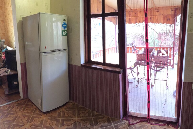 Четырехкомнатный Коттедж  на 6 -8 чел. 3 изол.спальни и кухня- столовая., 64 кв.м. на 8 человек, 3 спальни, Мартынова с. Морское, 31, Морское - Фотография 13