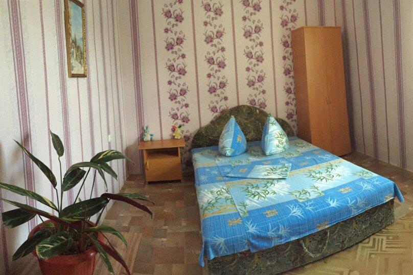 Четырехкомнатный Коттедж  на 6 -8 чел. 3 изол.спальни и кухня- столовая., 64 кв.м. на 8 человек, 3 спальни, Мартынова с. Морское, 31, Морское - Фотография 15