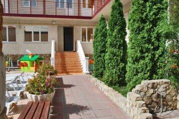 Гостевой дом с собственным пляжем, Благовещенский переулок на 40 номеров - Фотография 2