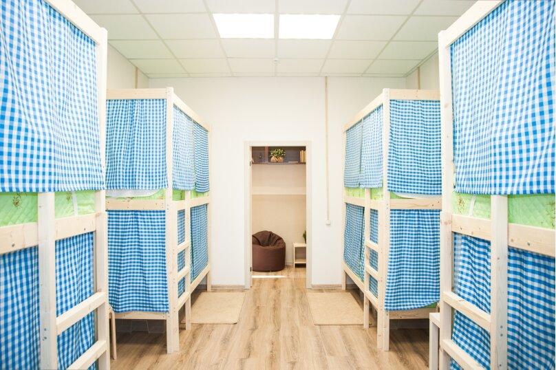 Кровать в мужском номере на 4 человека, Бауманская улица, 56/17, Москва - Фотография 1