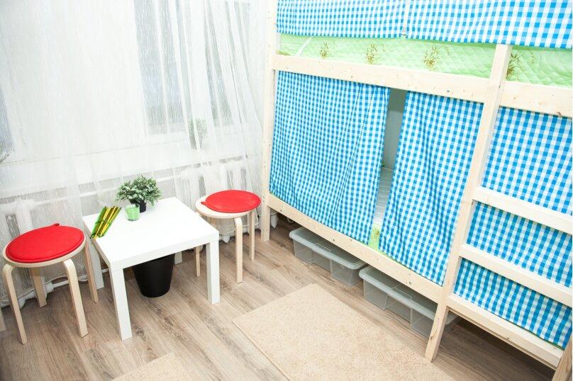 Кровать в женском номере на 4 человека, Бауманская улица, 56/17, Москва - Фотография 1