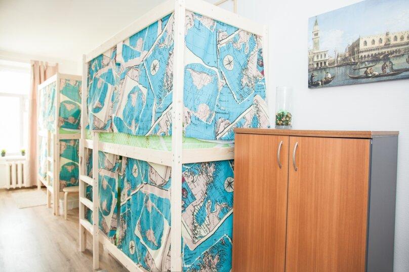 Кровать в смешанном номере на 4 человека, Бауманская улица, 56/17, Москва - Фотография 1