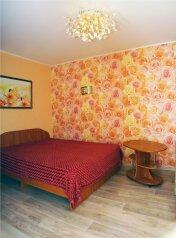 1-комн. квартира, 30 кв.м. на 4 человека, Красноармейская улица, 39, Астрахань - Фотография 1