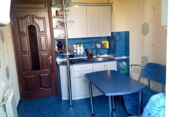 2-комн. квартира, 63 кв.м. на 6 человек, Героев Бреста, Севастополь - Фотография 1