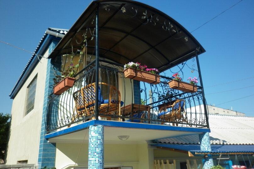 Двухэтажный коттедж на территории мини-пансионата, Кооперативная улица, 23, Черноморское - Фотография 1