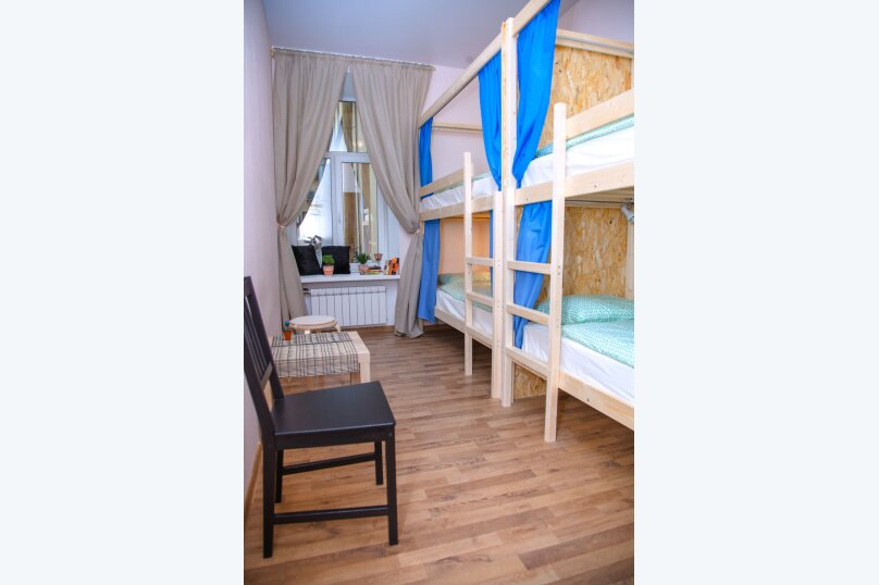 Кровать в мужском 4-местном номере с общей ванной комнатой, Большая Морская улица, 25, Санкт-Петербург - Фотография 1