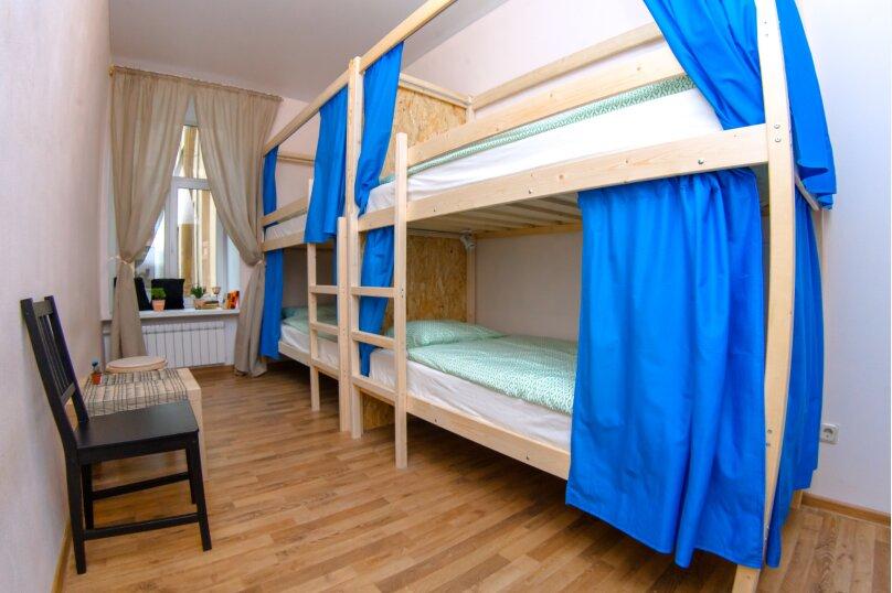 Кровать в общем 4-местном номере с общей ванной комнатой, Большая Морская улица, 25, Санкт-Петербург - Фотография 1