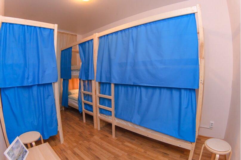 Кровать в общем 6-местном номере с общей ванной комнатой, Большая Морская улица, 25, Санкт-Петербург - Фотография 1