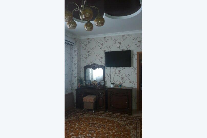 Эконом Р/класс , улица Толстого, 34А, Витязево - Фотография 1