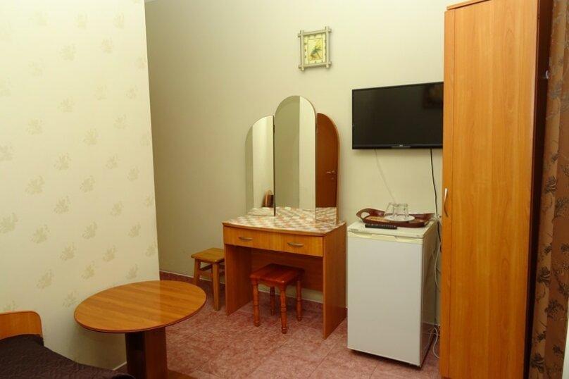 """Двухместный номер """"комфорт"""" с одной кроватью, улица Чкалова, 3В, Адлер - Фотография 2"""