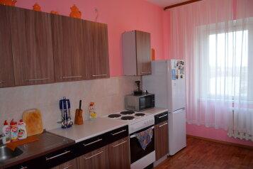 3-комн. квартира, 72 кв.м. на 8 человек, улица Героев Самотлора, 27, Нижневартовск - Фотография 1