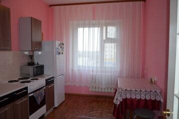 3-комн. квартира, 72 кв.м. на 8 человек, улица Героев Самотлора, 27, Нижневартовск - Фотография 2