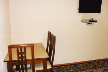 2-комн. квартира, 55 кв.м. на 4 человека, Омская, 116, Омск - Фотография 4