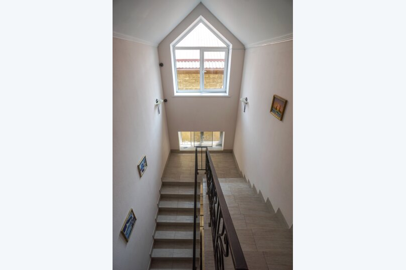 Гостевой дом Лорис, улица Калинина, 22 на 8 комнат - Фотография 9