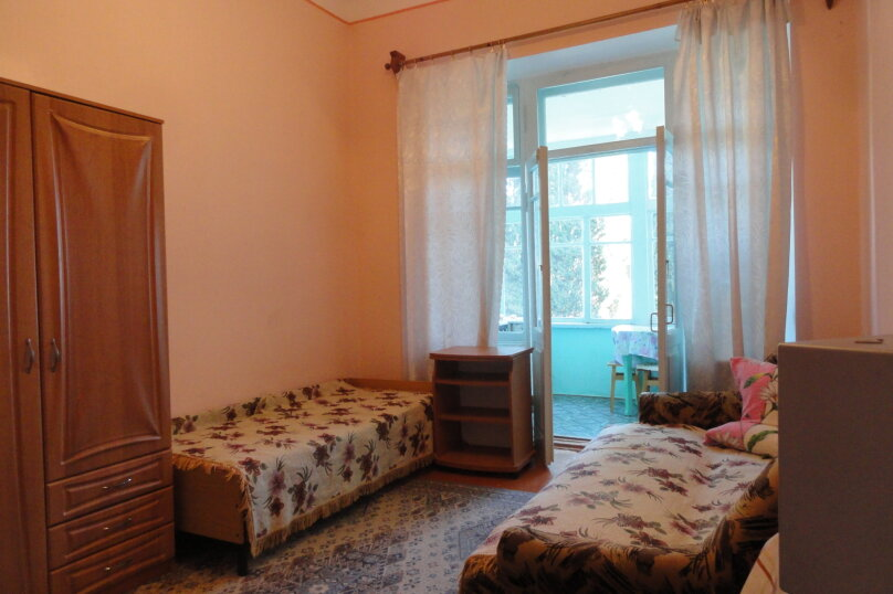 Квартира в старой вилле по ул. Васильченко на 2-3 человека, расположена на 2-м этаже. , улица Васильченко, 7, Симеиз - Фотография 1