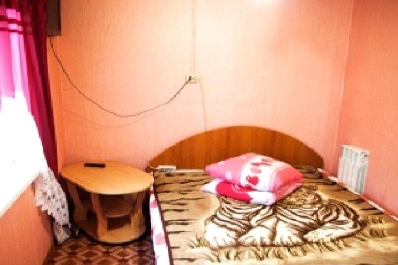 """2-х местный номер """"эконом - в номере вентилятор"""" двуспальная кровать, улица Ленина, 167, Адлер - Фотография 1"""