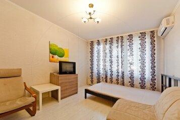 1-комн. квартира, 34 кв.м. на 5 человек, проспект Большевиков, Санкт-Петербург - Фотография 1