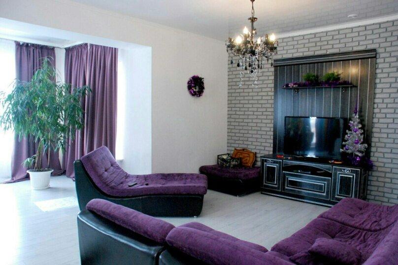 Двухэтажный коттедж, 250 кв.м. на 12 человек, 5 спален, Кусимово, 1, Магнитогорск - Фотография 1