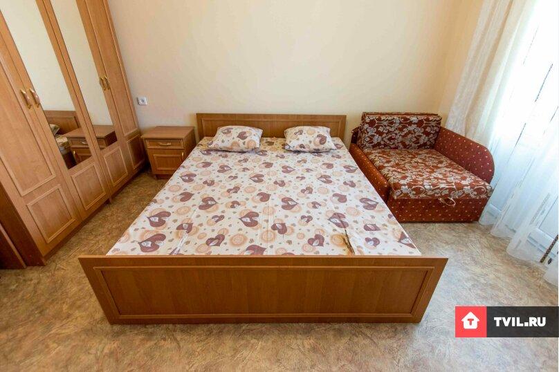 Трехместный номер с одной двухспальной кроватью и диваном, Денъизджилер (Мореплавателей), 7, район Ачиклар, Судак - Фотография 1