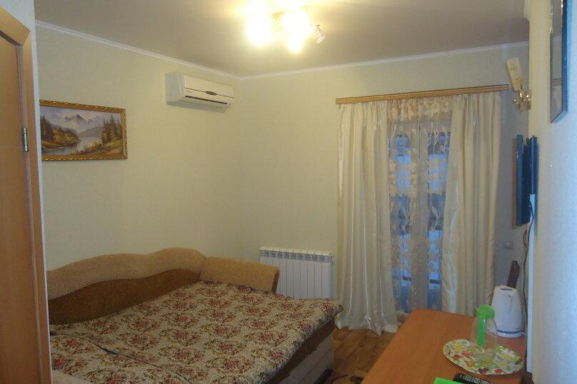 Комната с балконом, улица Титова, 6, Ессентуки - Фотография 1