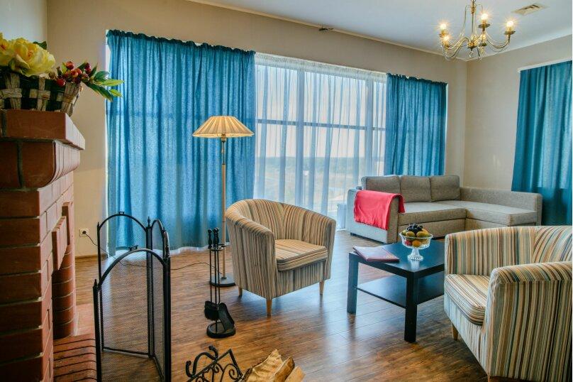 Гостевой дом, 200 кв.м. на 9 человек, 4 спальни, Трамплинная улица, 1В, Калуга - Фотография 1