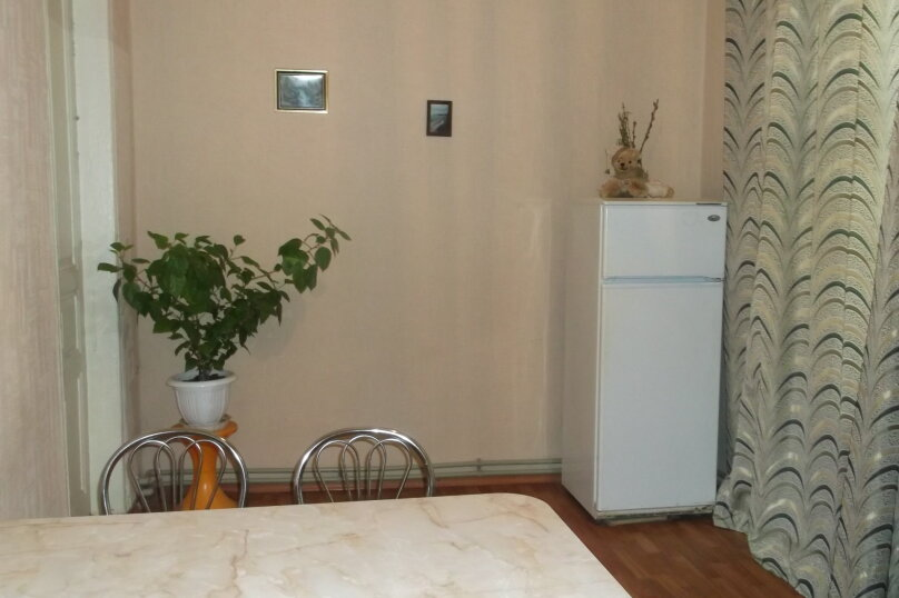 2-комн. квартира, 78 кв.м. на 6 человек, Беломорский переулок, 8, Динамо, Феодосия - Фотография 1