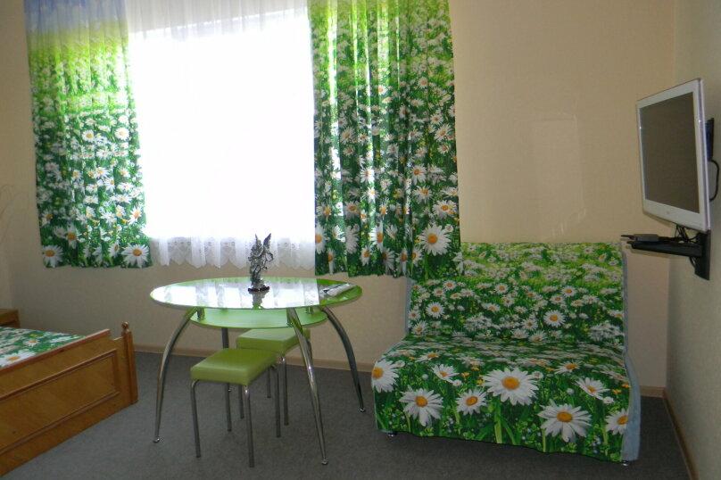 """Двухкомнатный номер с кухней """"Ромашки"""", улица Ленина, 142, Коктебель - Фотография 1"""