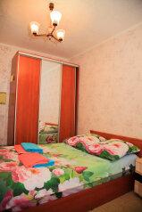 Сдам комнату в трехкомнатной квартире, улица Аксенова, 12 на 6 номеров - Фотография 1