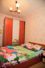 Сдам комнату в трехкомнатной квартире, улица Аксенова на 3 номера - Фотография 1