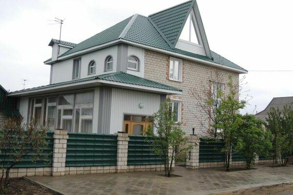 Дом, 200 кв.м. на 12 человек, 5 спален, Комсомольская улица, 15, Яровое - Фотография 1
