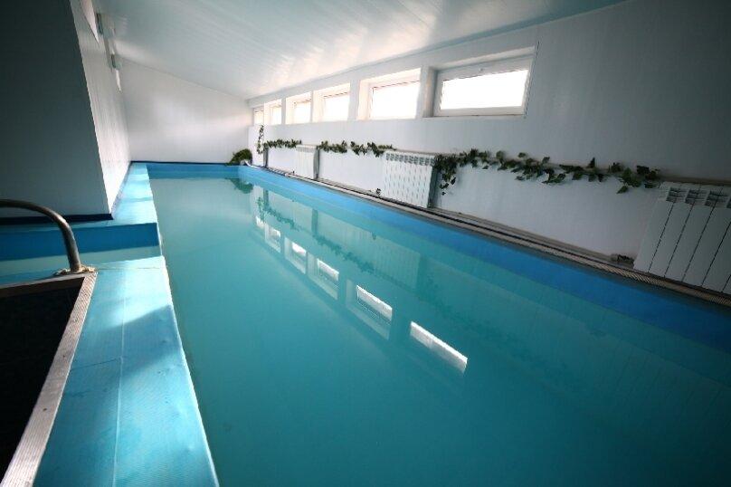 Коттедж с бассейном на 15 человек!, 270 кв.м. на 15 человек, 3 спальни, Рябиновая улица, 18, Москва - Фотография 1