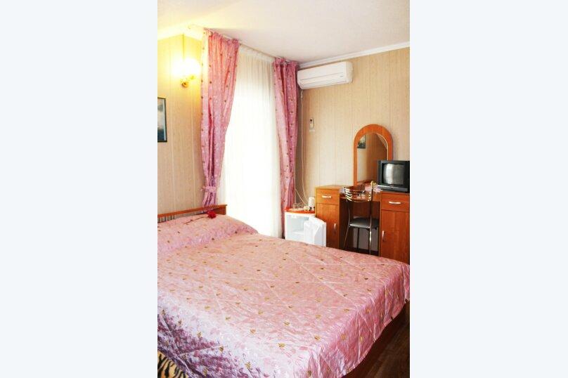 (32)Номер с удобствами и балконом для 2х или 3х гостей , Лазурная улица, 12, Адлер - Фотография 1