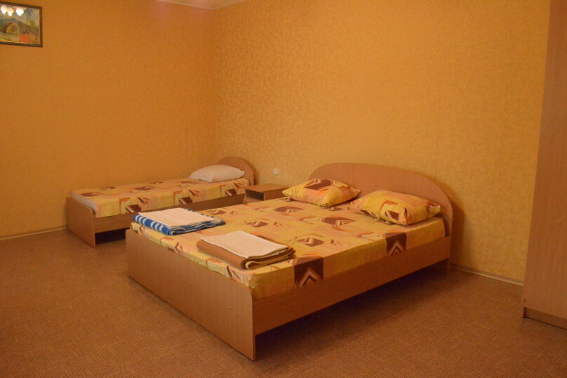 """Гостевой дом """"Уютный дворик"""", Береговая, 4 на 4 комнаты - Фотография 24"""