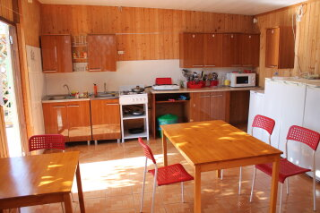Гостевой дом в тихом районе для семейного отдыха, Школьная улица на 10 номеров - Фотография 2