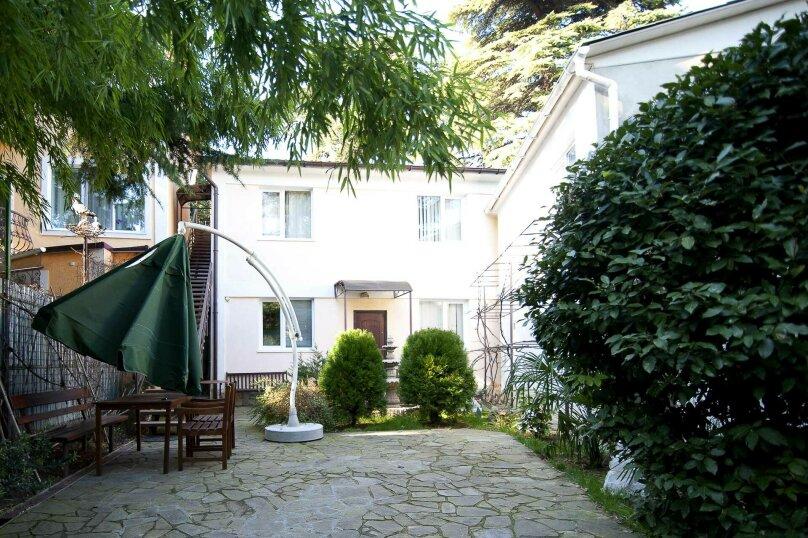 3-комн. квартира, 60 кв.м. на 6 человек, улица Чехова, 13, Ялта - Фотография 1