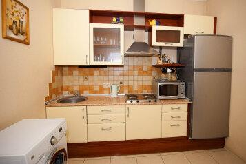 3-комн. квартира, 66 кв.м. на 7 человек, улица Чехова, Ялта - Фотография 2