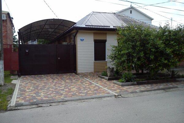 Дом, 61 кв.м. на 7 человек, 2 спальни, Красная улица, 15, Ейск - Фотография 1