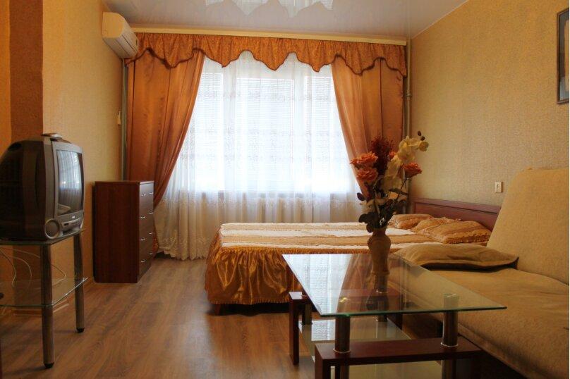 2-комн. квартира, 46 кв.м. на 5 человек, проспект Героев Сталинграда, 46, Севастополь - Фотография 1