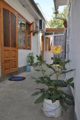 Комнаты в частном секторе, улица 14 Апреля, 17 на 3 номера - Фотография 1