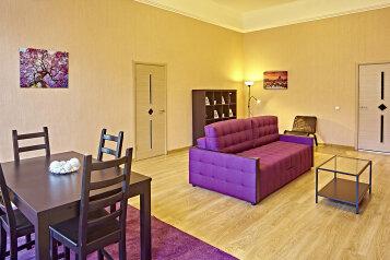 2-комн. квартира, 80 кв.м. на 5 человек, Невский проспект, 77, Санкт-Петербург - Фотография 1