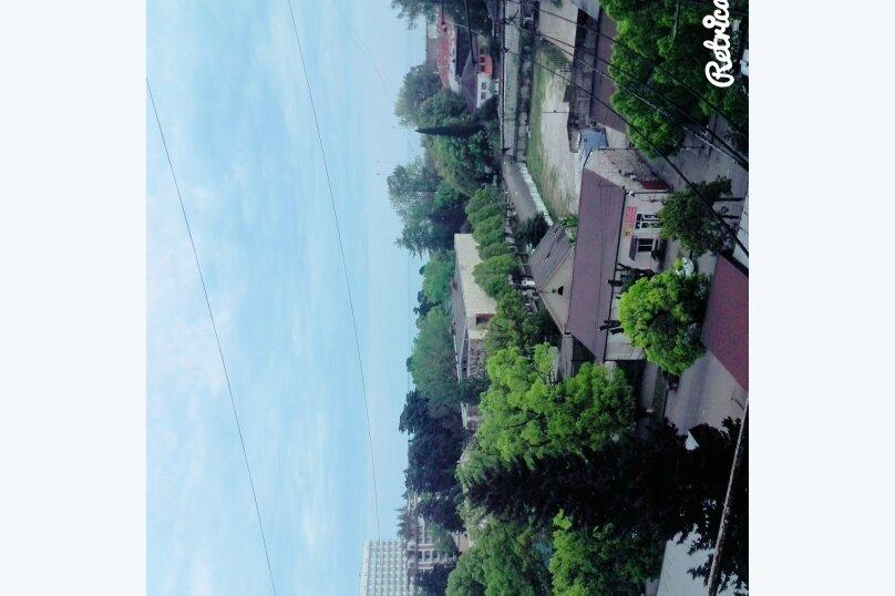 2-комн. квартира на 6 человек, улица Акиртава, 7, Сухум - Фотография 11